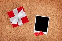 Pusta valentines fotografii rama i prezenta pudełko Obrazy Stock