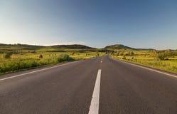 Pusta wiejska droga w Sibiu okręgu administracyjnym, Transylvania Obraz Stock