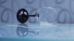 Pusta wineglass stołu odbicia woda Zdjęcia Royalty Free