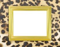 Pusta złota rama z lampart teksturą zdjęcie royalty free
