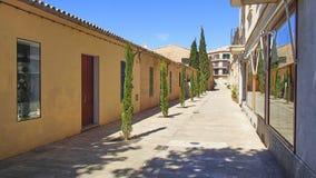 Pusta zakupy ulica po sklepu zamyka na Balearic isl fotografia royalty free