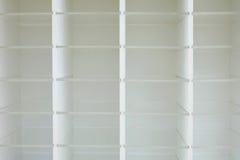 Puste białe drewniane stojak półki Fotografia Stock