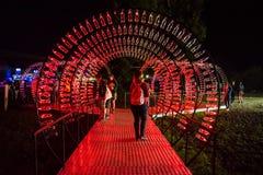 Puste koka-kola butelki układają i iluminują z czerwonym li Zdjęcie Royalty Free