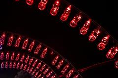 Puste koka-kola butelki układają i iluminują z czerwonym li Fotografia Stock