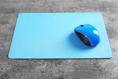 Puste miejsce matowa i bezprzewodowa mysz Zdjęcia Stock