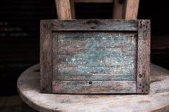 Puste miejsce podpisuje wewnątrz drewnianą starą granicę lub twój dostosowywającą wiadomość Zdjęcia Stock
