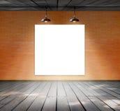 Puste miejsce rama na ściana z cegieł i drewna podłoga Zdjęcie Royalty Free