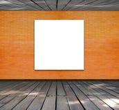 Puste miejsce rama na ściana z cegieł i drewna podłoga Zdjęcia Royalty Free