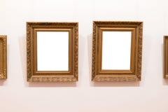 Puste miejsce puste ramy wiesza na muzeum ścianie Galeria sztuki, muzealna powystawowa biała ścinek ścieżka obraz stock
