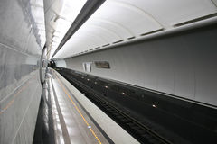 puste piętro stacji metra zdjęcia stock
