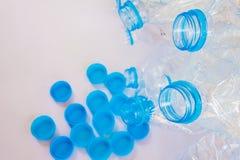 Puste plastikowe butelki woda dla przetwarzają Zdjęcie Royalty Free