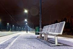Puste Siedzenia przy stacją kolejową Fotografia Royalty Free