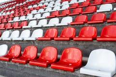 Puste siedzenia w stojakach biegowy ślad Zdjęcia Royalty Free