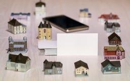Puste wizytówki nieruchomości agencje, firmy budowlane wokoło nieruchomość światu rzeczywisty Lokalowa pożyczka Obrazy Royalty Free