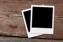 puste zdjęcie polaroid Rocznik ramy na drewnie obraz royalty free