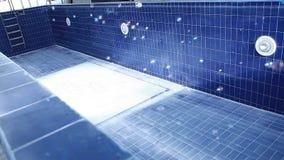 Pustego basenu mydlani bąble nikt hd materiał filmowy zbiory
