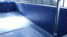 Pustego basenu mydlani bąble nikt hd materiał filmowy zdjęcie wideo