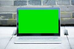 Pustego miejsca i zieleni ekran laptop Obrazy Stock