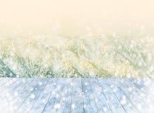Pustego śnieżnego drewnianego pokładu stołowy odgórny Przygotowywający dla produktu pokazu montażu Zdjęcie Stock