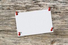 Pustego papieru notatka na drewnie Obraz Royalty Free