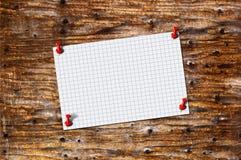 Pustego papieru notatka na drewnie Fotografia Stock