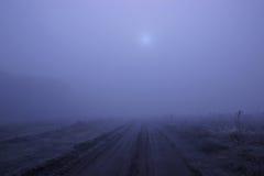 Pustkowia przy aksamitną mgłą na drodze Obrazy Royalty Free