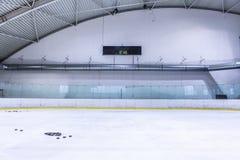 Pusty łyżwiarski hokeja na lodzie lodowisko zdjęcie stock