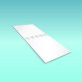 Pusty ślimakowatego notatnika lying on the beach na błękicie, Obraz Royalty Free
