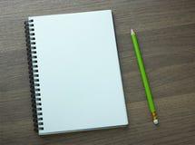 Pusty ślimakowaty notatnik i ołówek Zdjęcia Royalty Free