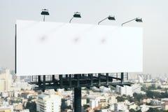 Pusty biały billboard w mieście ilustracji