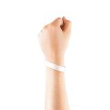 Pusty biały gumowy wristband mockup na ręce, Fotografia Royalty Free