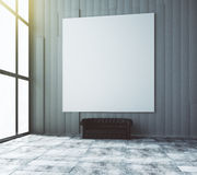 Pusty biały obrazek na ścianie w pokoju z rzemienną kanapą Obrazy Stock