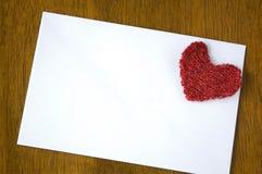 Pusty biały papier z czerwonym sercem Obrazy Royalty Free