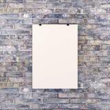 Pusty biały plakat na ściana z cegieł obraz royalty free