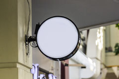Pusty biały signboard na bulding ścianie na miasto ulicie Obraz Royalty Free