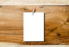 Pusty biały papier na drewnianym tle Zdjęcie Royalty Free