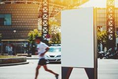 Pusty billboard przed bieg samochodem policyjnym i mężczyzna Obraz Royalty Free