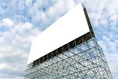Pusty billboard z chmurą i niebieskim niebem Zdjęcie Stock