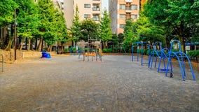 Pusty boisko z dżungli gym, seesaw i suwak, przestrzeń dla dzieci zdjęcie stock