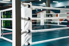 Pusty bokserski pier?cionek nikt w gym obraz royalty free
