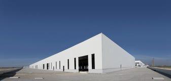Pusty budynek z niebieskim niebem Zdjęcie Royalty Free