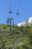 Pusty cableway i Caucasus gór tło Zdjęcie Royalty Free