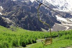 Pusty cableway i Caucasus góry Obraz Royalty Free