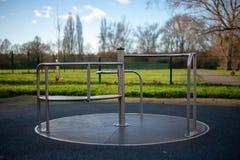 Pusty carousel przy dziecka boiskiem fotografia stock