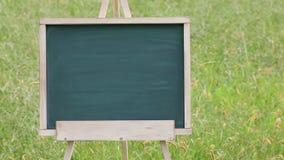 Pusty chalkboard z drewnianą sztalugą zbiory