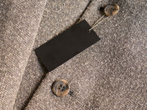 Pusty czarny etykietki metki mockup na brown żakiecie Obraz Royalty Free