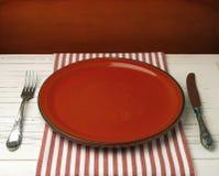 Pusty czerwony ceramiczny talerz Obrazy Royalty Free