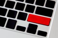 Pusty czerwony guzik na czarnej komputerowej klawiaturze Obrazy Royalty Free