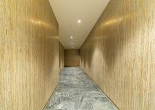 Pusty drewniany izbowy korytarz, ściany i kamień marmurowa podłoga, wewnętrznego projekta dekoracji tło obrazy stock
