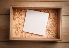 Pusty drewniany pudełko z pustym papierem Obraz Royalty Free